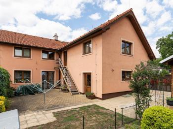 Prodej domu v osobním vlastnictví 234 m², Praha 9 - Prosek
