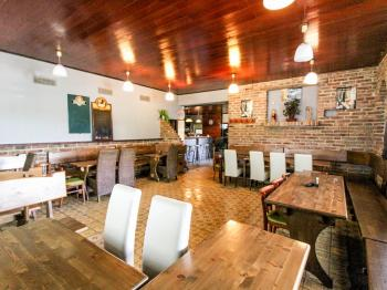 interiér restaurace - Pronájem restaurace 350 m², Šestajovice