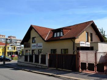 Prodej domu v osobním vlastnictví 269 m², Praha 9 - Horní Počernice