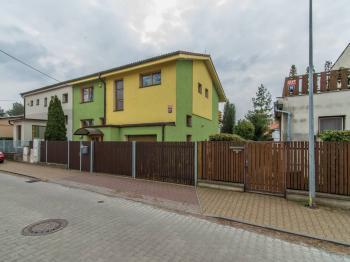 Pronájem domu v osobním vlastnictví, 339 m2, Praha 9 - Horní Počernice
