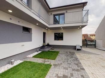 Prodej komerčního objektu 564 m², Jirny