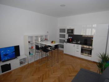 Pronájem bytu 2+kk v osobním vlastnictví 52 m², Praha 8 - Libeň