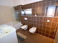 Koupelna - Pronájem bytu 3+1 v osobním vlastnictví 100 m², Praha 9 - Horní Počernice