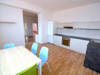 Kuchyň s jídelním koutem - Pronájem bytu 3+1 v osobním vlastnictví 100 m², Praha 9 - Horní Počernice