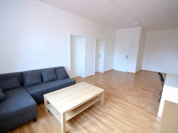 Obytná místnost - Pronájem bytu 3+1 v osobním vlastnictví 100 m², Praha 9 - Horní Počernice