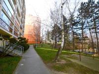 Okolí domu - Prodej bytu 3+1 v osobním vlastnictví 80 m², Praha 10 - Hostivař