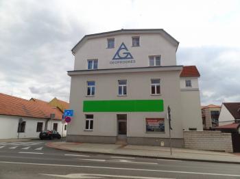 Čelní pohled z ulice Náchodská - Pronájem komerčního objektu 103 m², Praha 9 - Horní Počernice