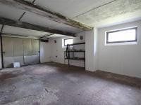 garáž (Prodej domu v osobním vlastnictví 200 m², Hořovice)