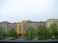 výhled z okna na Hlavní třídu (Pronájem komerčního objektu 340 m², Ostrava)