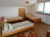2. pokoj v patře domu (Pronájem domu v osobním vlastnictví 200 m², Jablunkov)