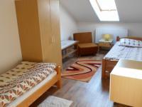 1. pokoj v patře domu (Pronájem domu v osobním vlastnictví 200 m², Jablunkov)