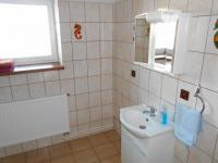 koupelna přízemí (Pronájem domu v osobním vlastnictví 200 m², Jablunkov)