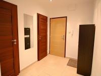 předsíň (Prodej bytu 3+1 v osobním vlastnictví 80 m², Ostrava)