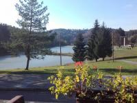 Pohled na jezera z restaurace - Prodej bytu 4+kk v osobním vlastnictví 70 m², Všemina