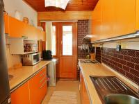 Kuchyně a vchod na terasu - Prodej domu v osobním vlastnictví 250 m², Vítkov