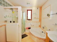 koupelna - Prodej domu v osobním vlastnictví 250 m², Vítkov