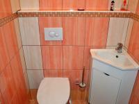 Samostatné WC (Prodej bytu 3+kk v osobním vlastnictví 76 m², Pelhřimov)