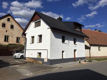 Prodej domu v osobním vlastnictví 241 m², Zbinohy
