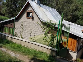 pohled od příjezdu - Prodej chaty / chalupy 80 m², Kamenný Přívoz