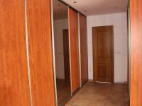 vestavěné skříně a vstup do koupelny (Pronájem bytu 4+kk v osobním vlastnictví 198 m², Olomouc)
