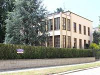 dům z ulice (Pronájem kancelářských prostor 237 m², Olomouc)