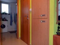 Uschovaný plynový kotel se skříňkou, dveře na WC, koupelna (Prodej bytu 3+kk v osobním vlastnictví 74 m², Olomouc)