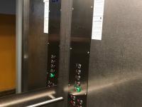 uvnitř výtahu (Prodej bytu 2+kk v osobním vlastnictví 42 m², Olomouc)