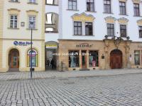 vstup k domu z náměstí (Pronájem výrobních prostor 75 m², Olomouc)