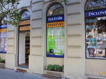 vstup do prodejny - Pronájem obchodních prostor 120 m², Olomouc