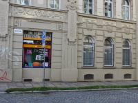 výloha+okna z ulice Javořičská (Pronájem obchodních prostor 120 m², Olomouc)