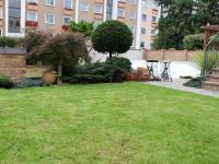 zahrada směr do ulice Valdenská (Prodej domu v osobním vlastnictví 240 m², Olomouc)