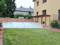 pohled ze zahrady do ulice Húsková (Prodej domu v osobním vlastnictví 240 m², Olomouc)