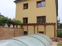 zastřešený bazén (Prodej domu v osobním vlastnictví 240 m², Olomouc)