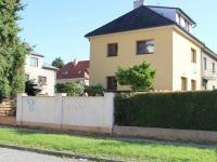 dům pohled z Valdenské (Prodej domu v osobním vlastnictví 240 m², Olomouc)