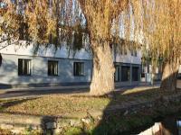 dům z protější strany ulice (Pronájem bytu 2+1 v osobním vlastnictví 45 m², Olomouc)