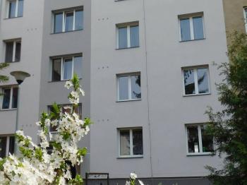 Pohled na dům - Pronájem bytu 2+1 v osobním vlastnictví 68 m², Šumperk