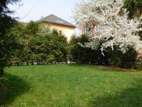 Posezení u domu - Pronájem bytu 2+1 v osobním vlastnictví 68 m², Šumperk