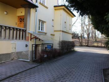 vjezd - Pronájem garážového stání 18 m², Olomouc