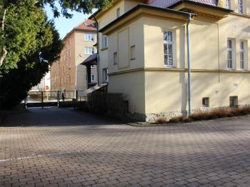 pohled z parkoviště - Pronájem garážového stání 18 m², Olomouc