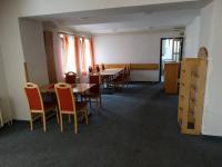 salónek se vstupem do kuchyně - Prodej penzionu 1300 m², Vítkov