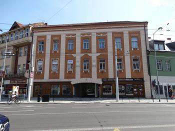 hlavní budova - Pronájem kancelářských prostor 90 m², Pardubice