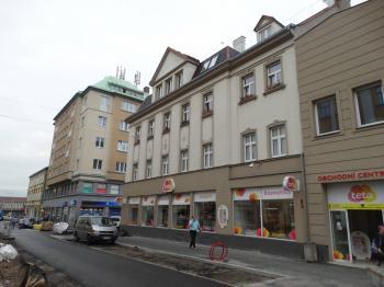 vstup z ulice  - Pronájem obchodních prostor 251 m², Děčín