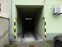vjezd (Pronájem obchodních prostor 251 m², Děčín)