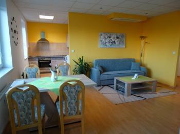 obývací pokoj s kuchyňským koutem - Pronájem bytu 2+kk v osobním vlastnictví 64 m², Pardubice