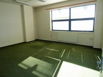 2. patro kanceláře - Pronájem komerčního objektu 1300 m², Pardubice