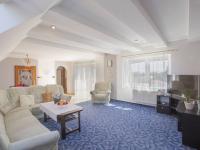 obývací pokoj 1. patro - Prodej domu v osobním vlastnictví 328 m², Voleč