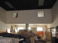 Pohled z haly do kanceláře v 2.NP (Prodej komerčního objektu 534 m², Strážovice)