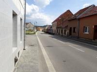 okolí domu, ul. Skálova (Prodej domu v osobním vlastnictví 110 m², Rousínov)