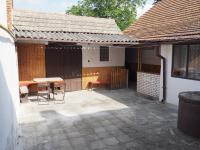 dvorek (Prodej domu v osobním vlastnictví 470 m², Šanov)