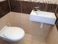 toaleta v přízemí - Prodej domu v osobním vlastnictví 115 m², Němčany